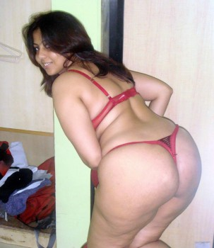 Gujrati Nude Housewife Removing her Saree Pics