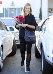 Джули Бенц, фото 1129. Julie Benz leaving the Bristol Farms Market in Beverly Hills, january 17, foto 1129