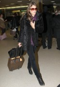 Элизабет Харли, фото 2316. Elizabeth Hurley arriving to Newark Airport in New Jersey, January 23, foto 2316