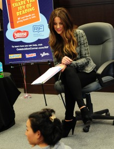 Кейт Бэкинсэйл, фото 8600. Kate Beckinsale The Nestle Share the Joy of Reading Program in LA, 01.03.2012, foto 8600
